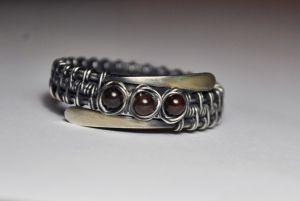 Серебряное кольцо с гранатовыми бусинами
