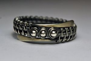Серебряное кольцо с бусинами