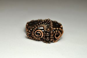 Медное кольцо с геометрическим узором