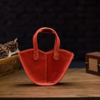 """Красная кожаная сумка """"Love"""""""