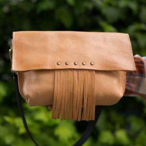 Женские клатчи ручной работы Клатч натуральный цвет с бахромой