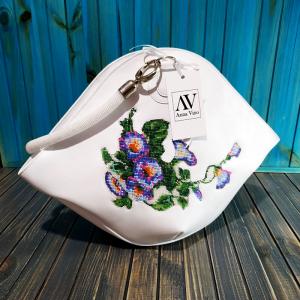 Вироби зі шкіри ручної роботи Авторська жіноча сумка з натуральної шкіри з вишивкою бісером