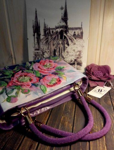 Женская сумочка расшитая бисером