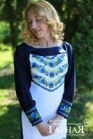 Элегантное вышитое платье