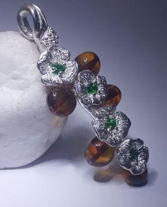 Серебряные украшения Серебренный кулон с янтарем