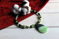 """Ожерелье с зеленым кулоном из агата  """"Симфония весны"""""""