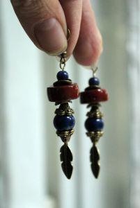 Бжезінська Ірина Сережки з лазуриту та кераміки з пір'їнками