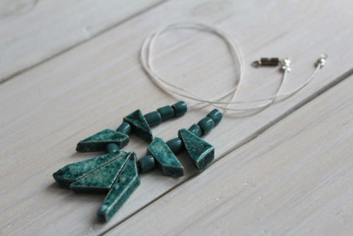 Ожерелье из керамических бусин Бирюзовая