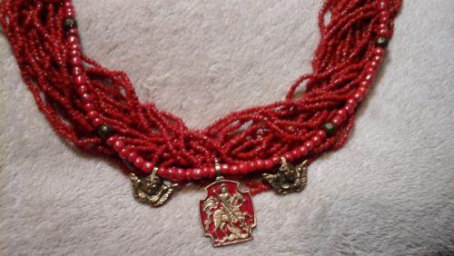 Ожерелье коралловое с оберегами
