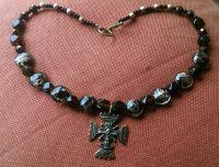 Ожерелье из венецианки с крестом