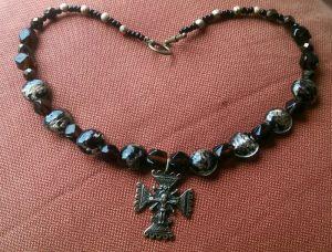Блох Алла Ожерелье из венецианки с крестом