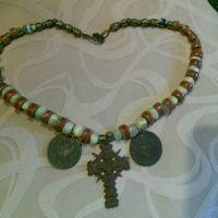 Намисто з оніксу з міднім хрестом и монетами