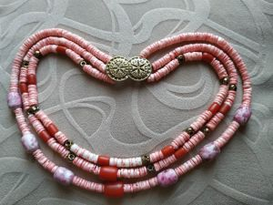 Блох Алла Ожерелье из розового коралла