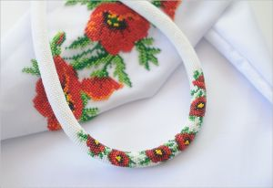 Ожерелье из бисера Маковый букетик
