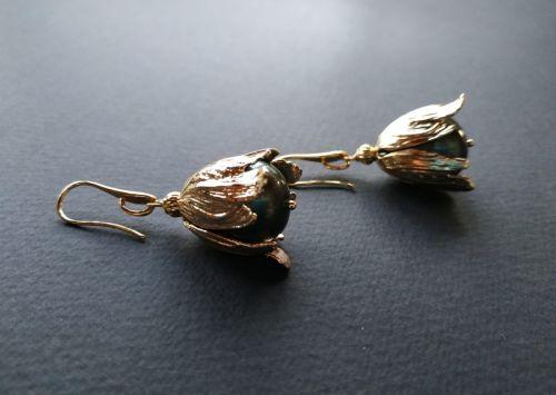 Серьги из коллекции «Un poème sur la nacre dans un bourgeon d'or» Арт. E1108PNBD