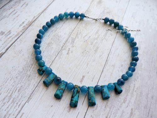 Ожерелье из синего агата и варисциту