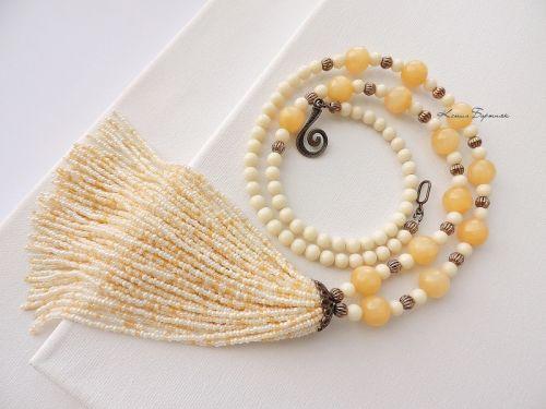 Ожерелье с бисерной кистью