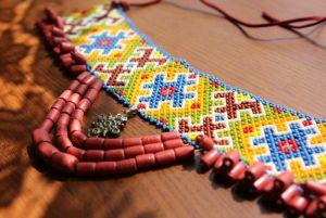Покутская силянка с ожерельем и крестом