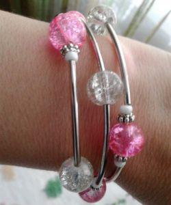 Розовый браслет Браслет белые розовые бусинами битое стекло