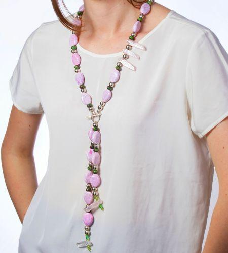 Долгое нежно-розовое ожерелье с горным хрусталем и нефритом