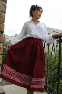 Модная женская одежда Юбка бордовая