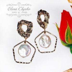 """Білі сережки Сережки з трендовими бароковими перлами """"Трейсі"""""""
