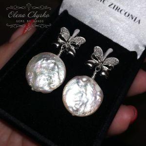 """Білі сережки Сережки з трендовим натуральними перлами """"Доллі"""""""