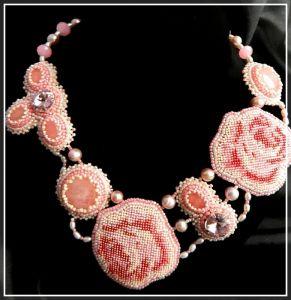 Ожерелья и колье ручной работы Нежность роз