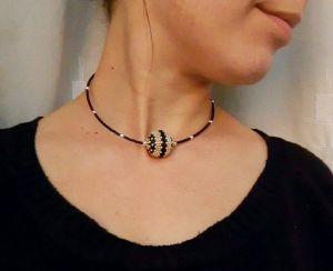 Ожерелье из дерева Минималистик с бусиной Белое золото+чёрный