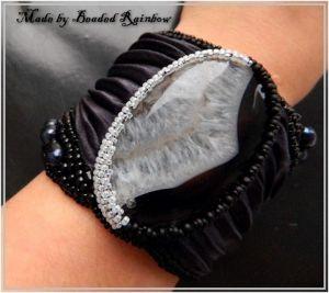 Браслет з чорними перлами Браслет на жорсткій основі Класика