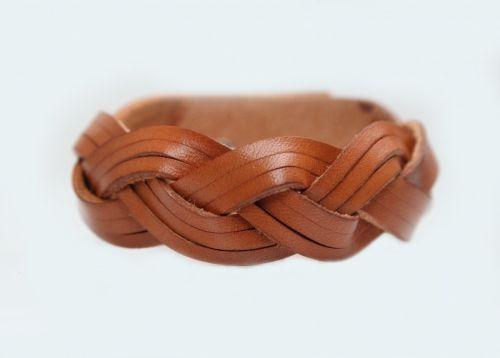 Плетеный браслет с бежевой натуральной кожи