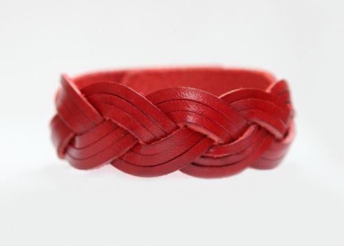 Плетеный браслет из красной натуральной кожи