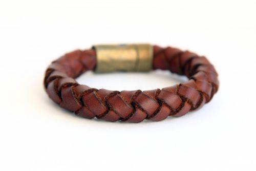 Плетеный браслет из коричневой натуральной кожи