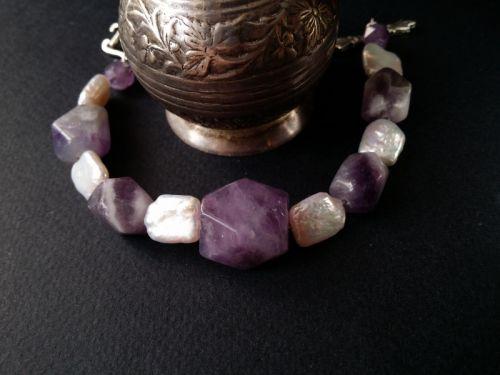 Аметистовий фіолетовий браслет з перлами