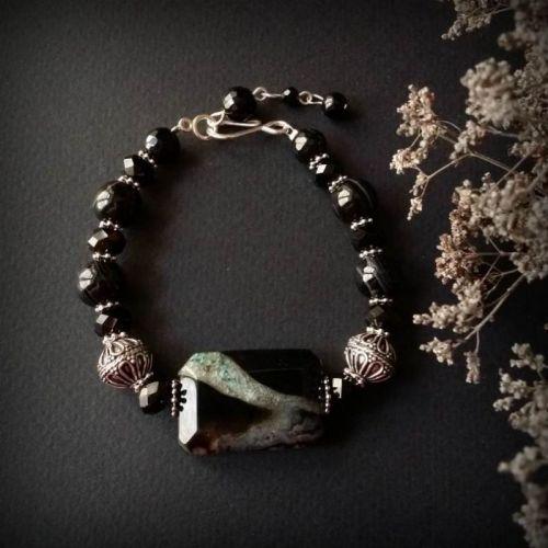 Черный серебряный браслет с агатами