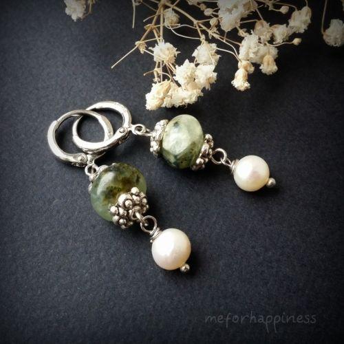 Крихітні пренітові сережки з перлами і круглими швензами