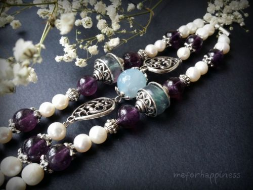 Белый браслет из жемчуга, аметиста, флюорита и агата