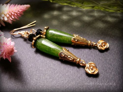 Зеленые длинные серьги с розами