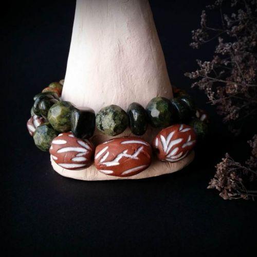 Зеленый браслет с красной керамикой