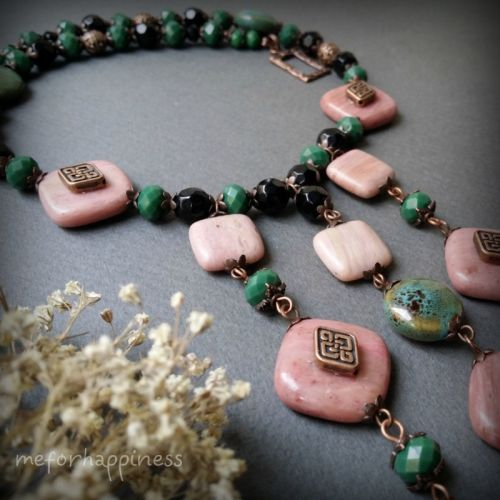 Розово-зеленое колье из Родонита