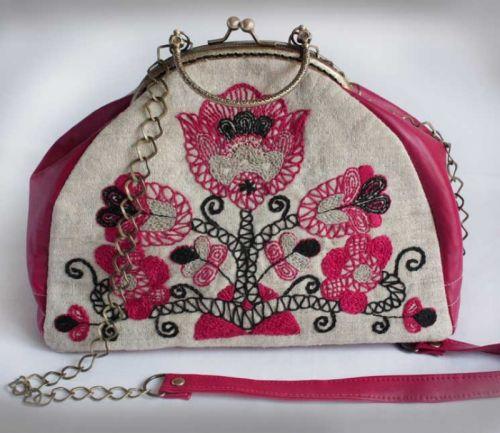"""Вышитая сумочка из домотканого полотна """"Красный цветок"""""""
