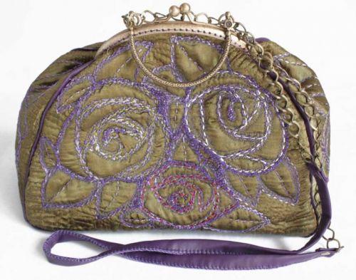 """Вышитая сумочка """"Сиреневые розы"""""""