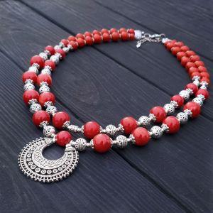 Гармаш Елена Колье из натурального коралла цвета красного кирпича з лунницей