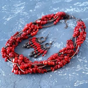 Комплекти Комплект з натуральних коралів намисто і сережки