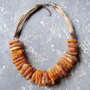 Намисто ручної роботи Стильне намисто з великого натурального бурштину
