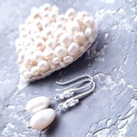 Комплект брошь и серьги из натурального жемчуга и кристаллов сердце