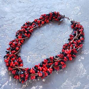 Ожерелье из кораллов Колье семирядное из натуральных кораллов и черных агатов