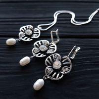 Комплект з натуральними перлами та срібними елементами