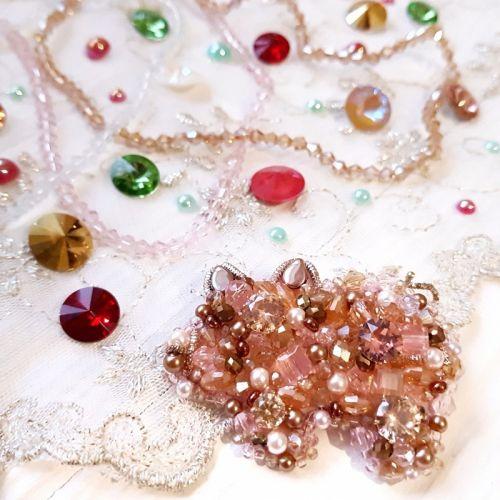 "Брошь символ 2019 года ""Свинка"" с кристаллами Swarovski"