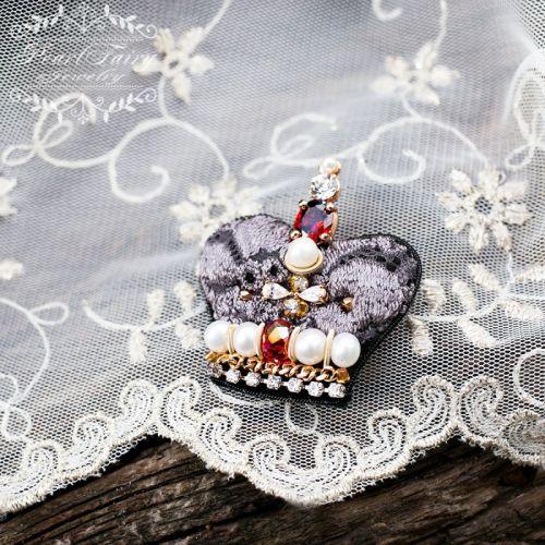 Брошь корона натуральный жемчуг высшего качества и кристаллы